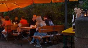 Der Außenbereich des vegetarischen Restaurants