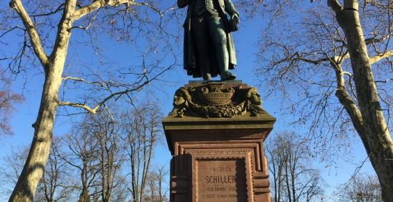 Friedrich Schiller Statue vor dem Schiller-Nationalmuseum