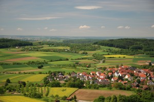 Blick auf Winzerhausen und Großbottwar im Hintergrund von der Berggaststätte Wunnenstein